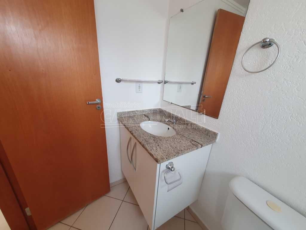 Alugar Apartamento / Padrão em São Carlos R$ 700,00 - Foto 1