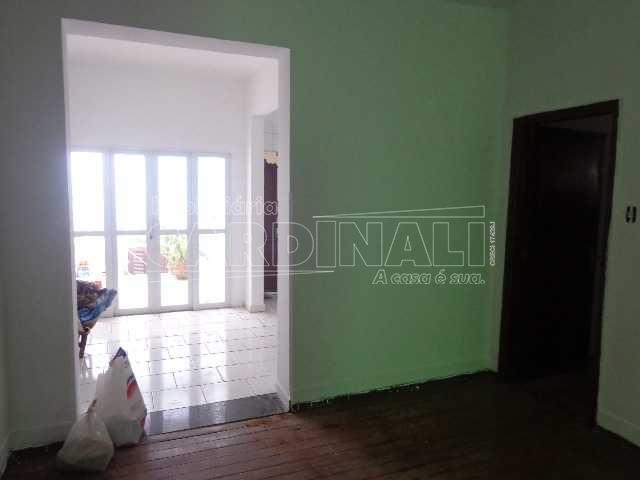 Alugar Casa / Padrão em São Carlos R$ 1.800,00 - Foto 1