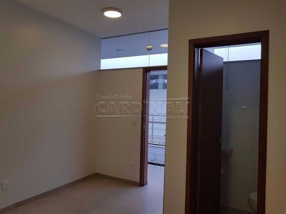 Alugar Comercial / Sala / Salão com Condomínio em São Carlos R$ 980,00 - Foto 4