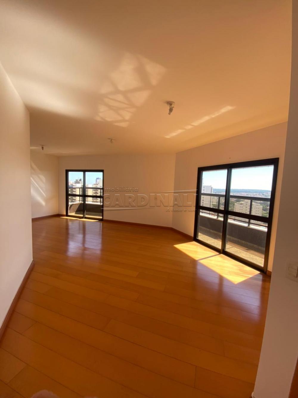 Alugar Apartamento / Padrão em São Carlos R$ 1.778,00 - Foto 1