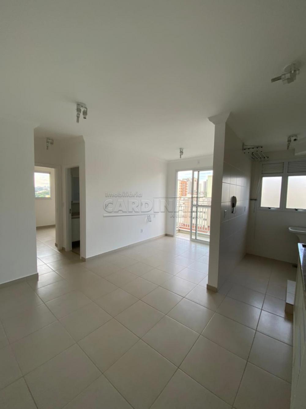 Alugar Apartamento / Padrão em São Carlos R$ 1.700,00 - Foto 1