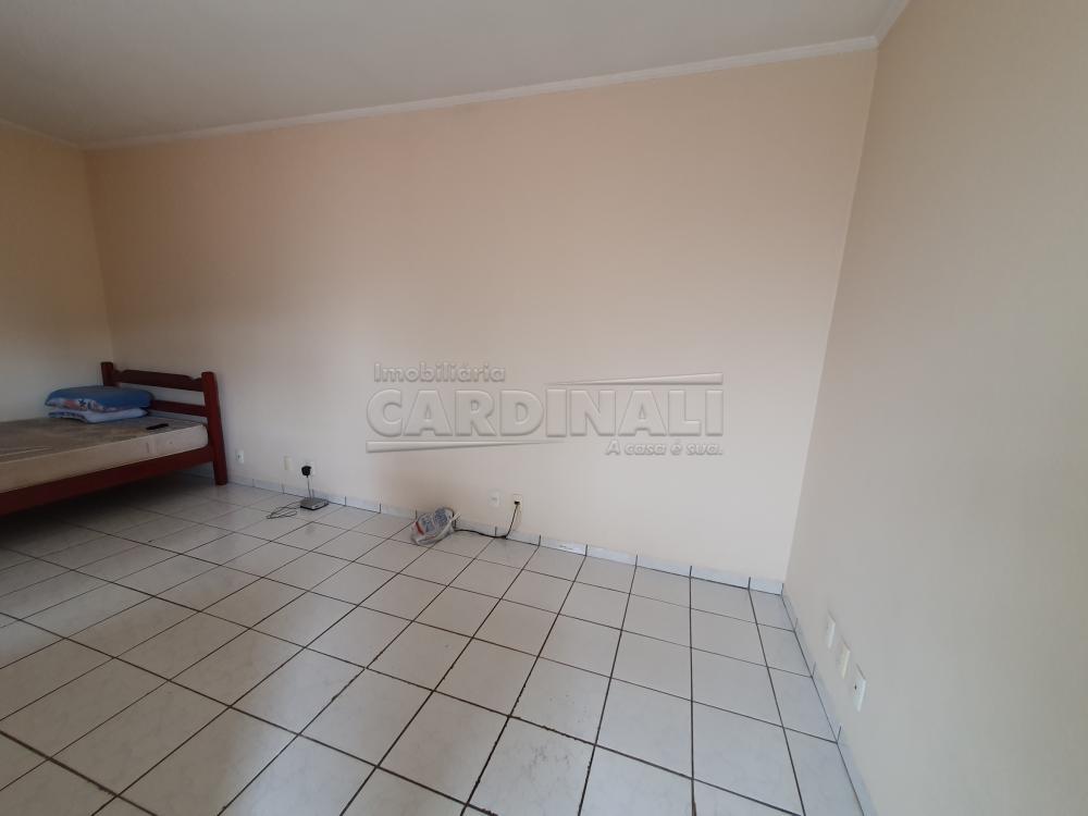 Alugar Apartamento / Kitnet em São Carlos R$ 778,00 - Foto 2