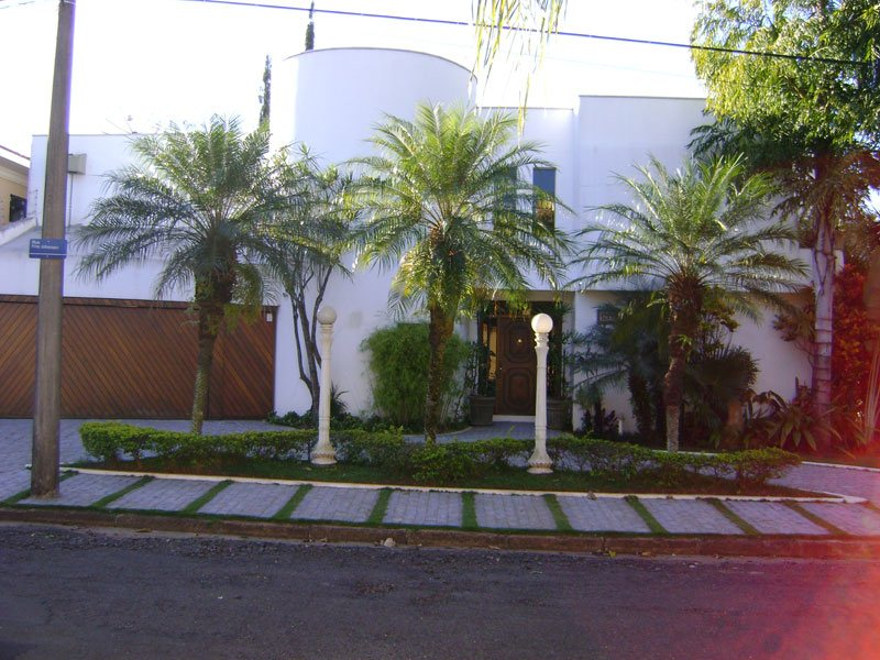 Casa com 4 dormitórios e 2 suítes na Vila Elizabeth próxima ao Terminal Rodoviário em São Carlos