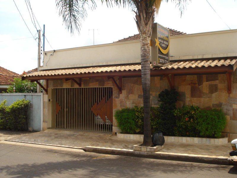 Alugar Casa / Padrão em São Carlos. apenas R$ 3.300,00