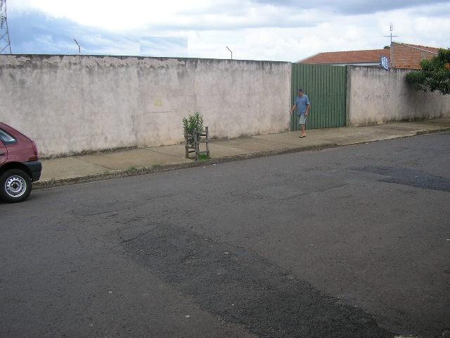 Alugar Terreno / Padrão em São Carlos. apenas R$ 650,00