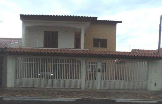 Alugar Casa / Padrão em São Carlos. apenas R$ 700.000,00