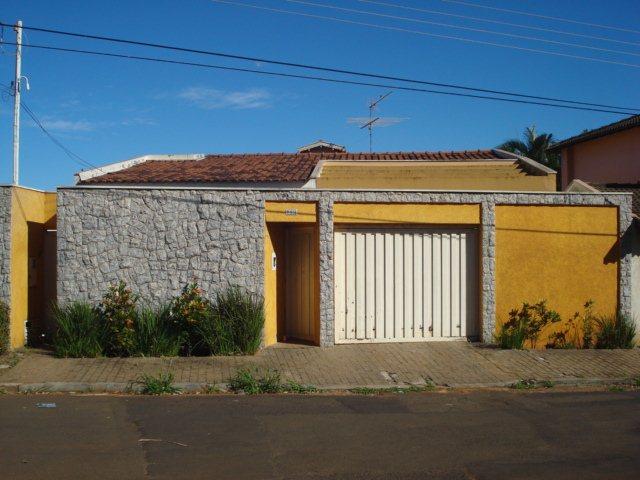 Alugar Casa / Padrão em São Carlos. apenas R$ 7.000,00