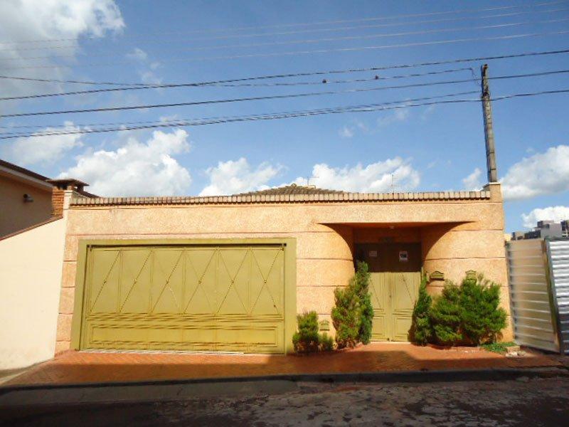 Alugar Casa / Padrão em São Carlos. apenas R$ 3.871,00