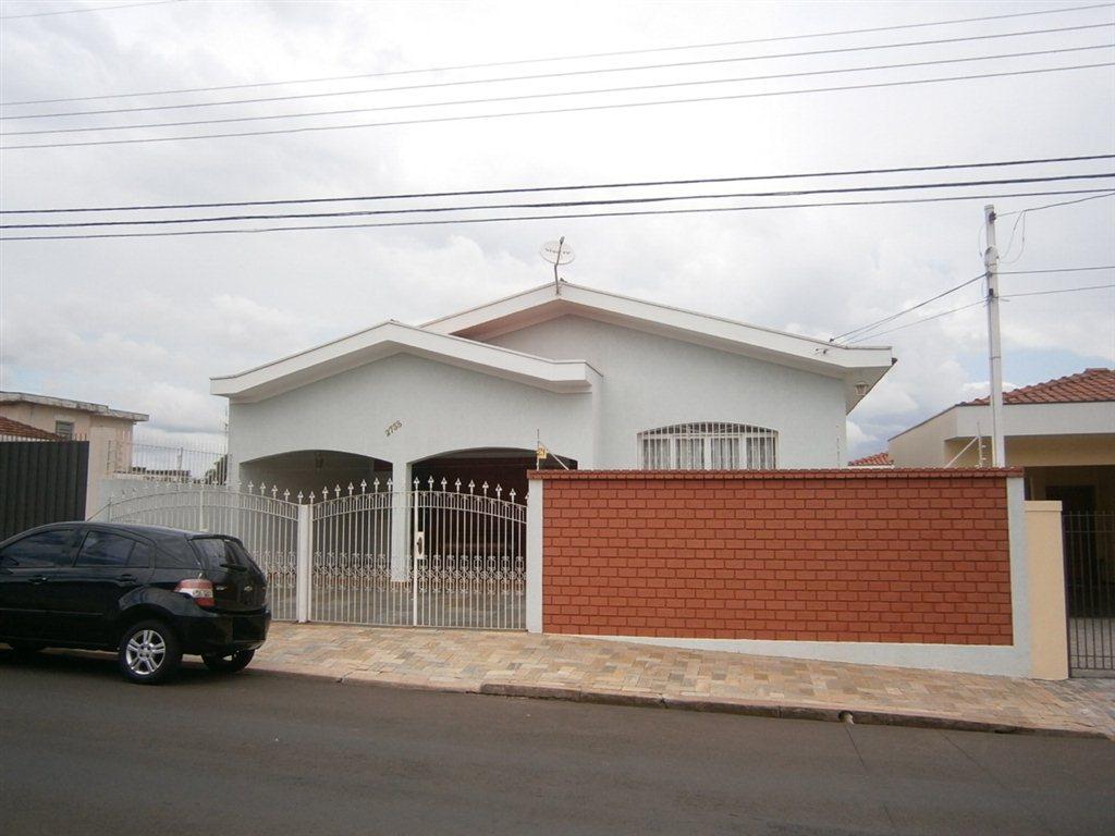 Alugar Casa / Padrão em São Carlos. apenas R$ 2.778,00