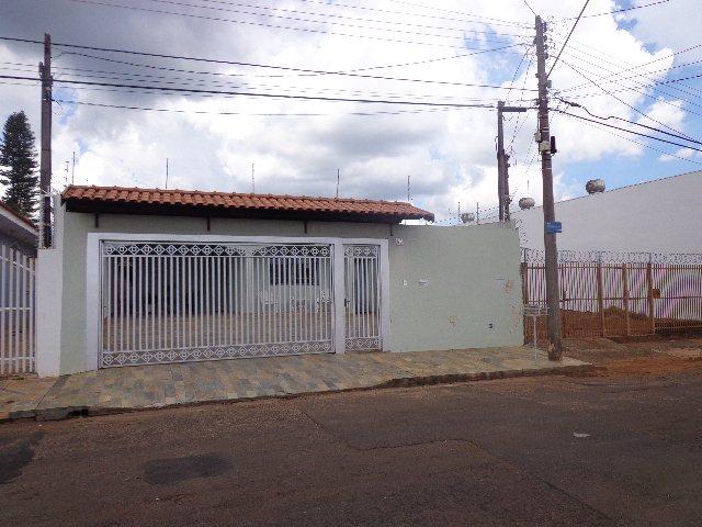 Alugar Casa / Padrão em São Carlos. apenas R$ 420.000,00