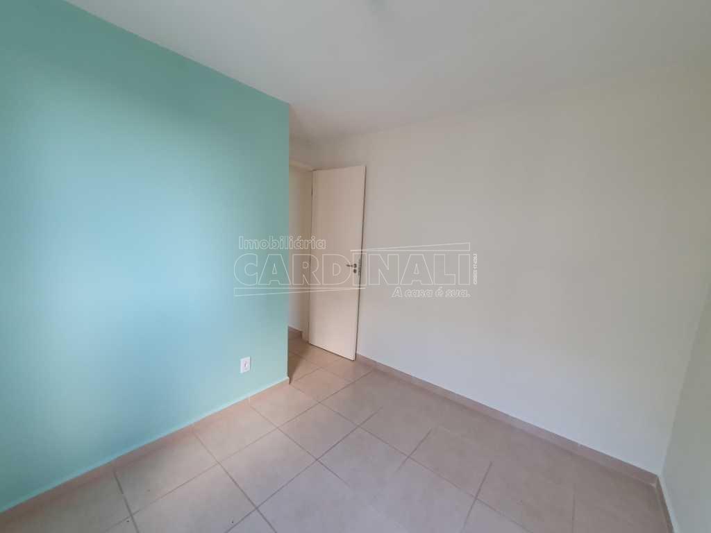 Apartamento / Padrão em São Carlos Alugar por R$612,00