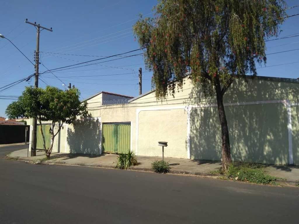 Alugar Casa / Padrão em São Carlos. apenas R$ 470.000,00