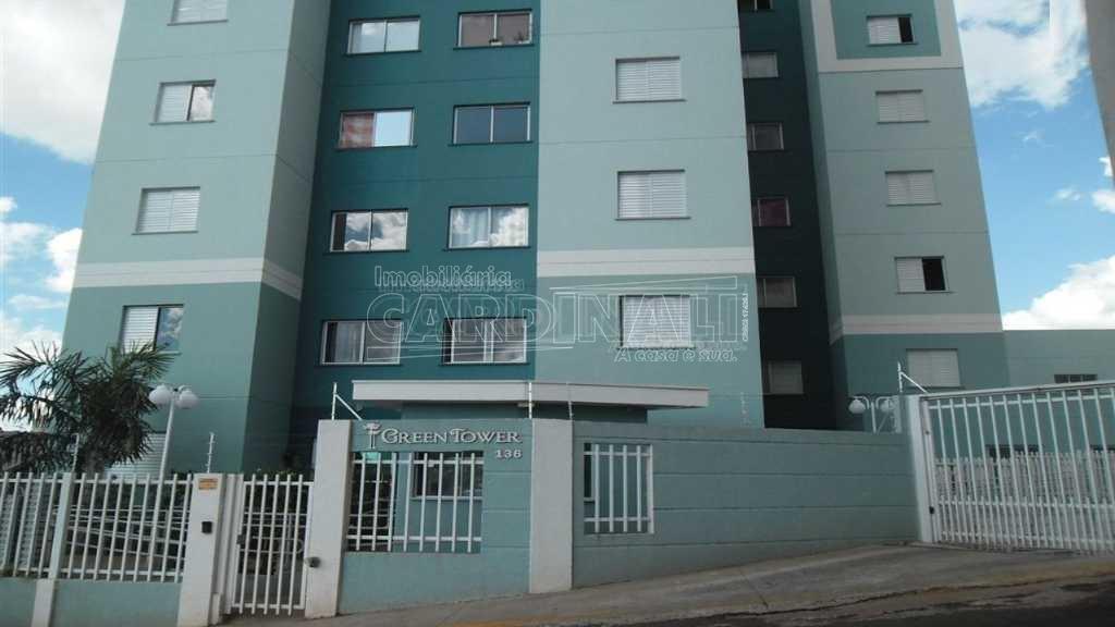 Apartamento / Padrão em São Carlos , Comprar por R$240.000,00