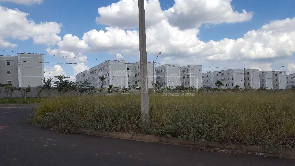 Terreno / Padrão em São Carlos , Comprar por R$230.000,00