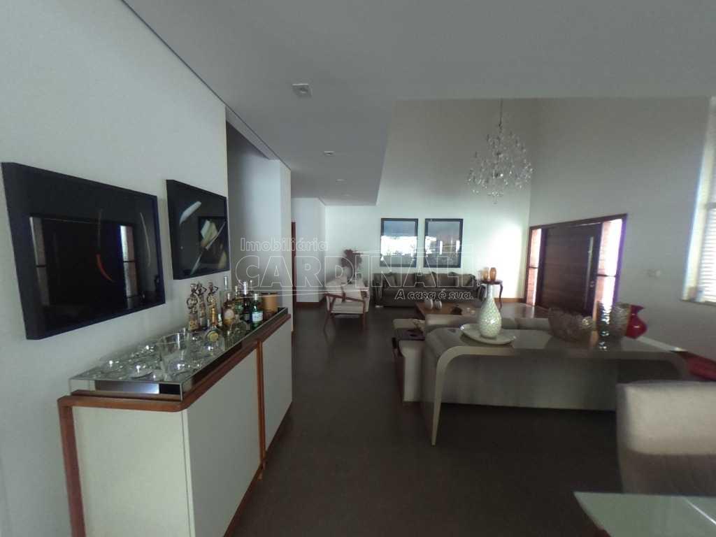 Casa sobrado de condomínio com 4 suítes em São Carlos