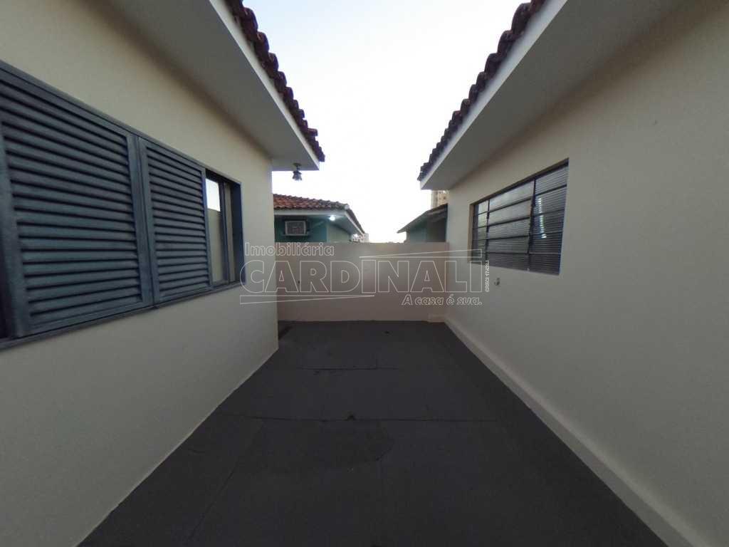 Alugar Casa / Padrão em São Carlos. apenas R$ 3.000,00