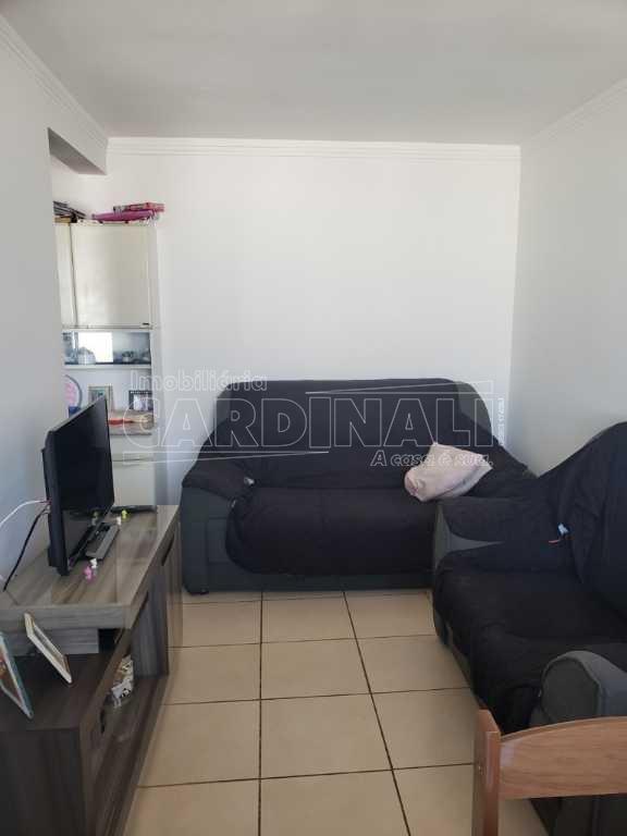 Apartamento / Padrão em São Carlos Alugar por R$900,00