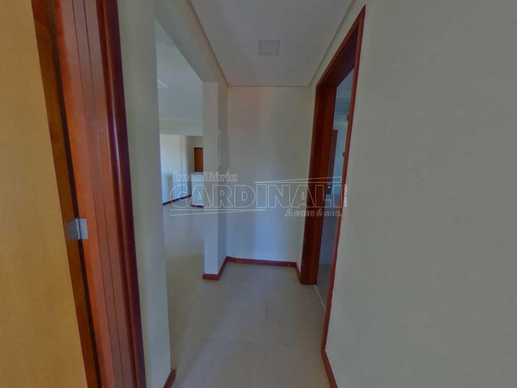 Alugar Apartamento / Padrão em São Carlos. apenas R$ 360.000,00