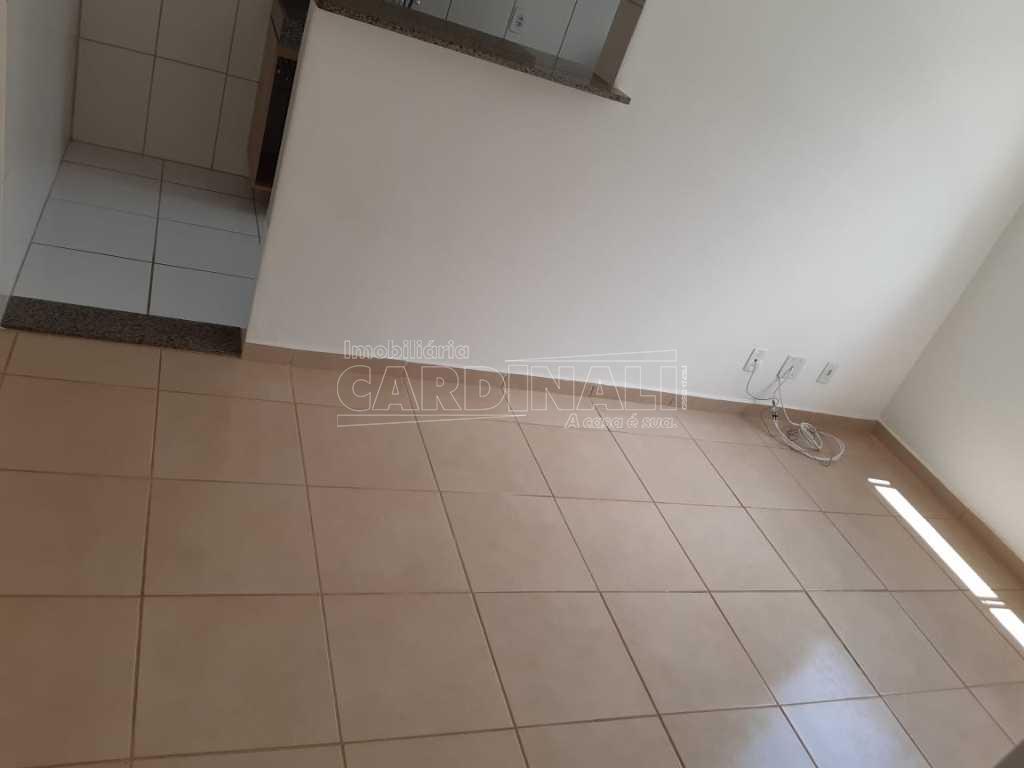 Apartamento / Padrão em São Carlos Alugar por R$778,00