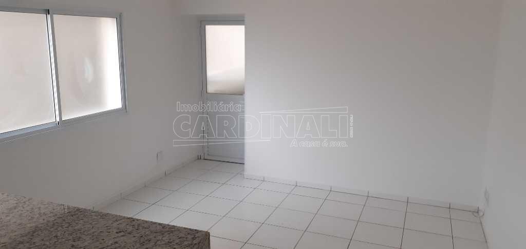 Alugar Apartamento / Padrão em São Carlos. apenas R$ 1.200,00