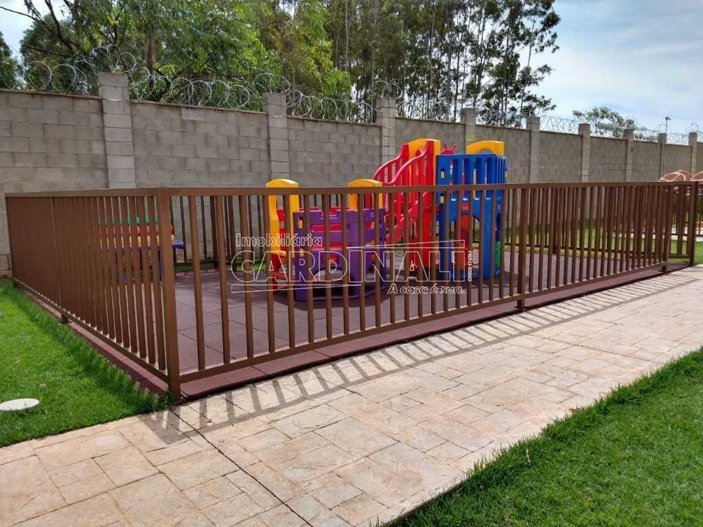 Alugar Apartamento / Padrão em Araraquara. apenas R$ 600,00