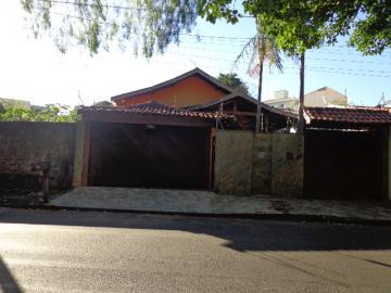 Alugar Casa / Padrão em São Carlos. apenas R$ 570.000,00