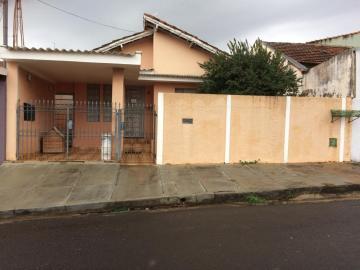 Alugar Casa / Padrão em São Carlos. apenas R$ 900,00