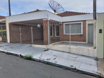 Alugar Casa / Padrão em São Carlos. apenas R$ 365.000,00