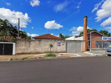 Alugar Casa / Padrão em Araraquara. apenas R$ 300.000,00