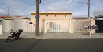 Apartamento / Kitnet em São Carlos Alugar por R$780,00