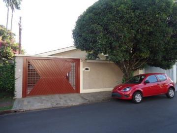 Alugar Casa / Padrão em São Carlos. apenas R$ 3.334,00
