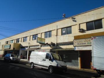 Alugar Comercial / Sala / Salão com Condomínio em São Carlos. apenas R$ 556,00