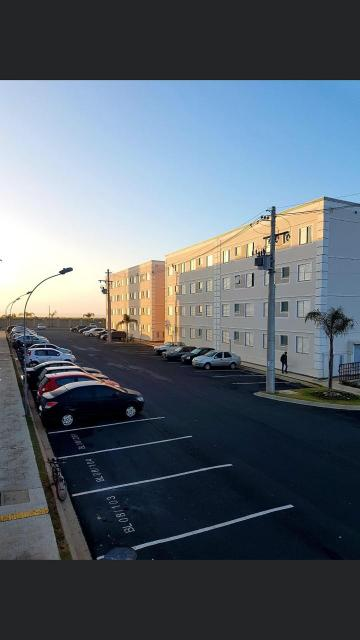 Alugar Apartamento / Padrão em Araraquara. apenas R$ 131.000,00
