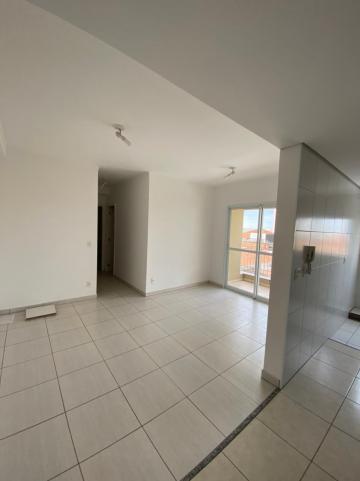 Apartamento / Padrão em São Carlos Alugar por R$1.335,00
