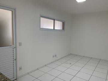 Alugar Apartamento / Padrão em São Carlos. apenas R$ 910,00
