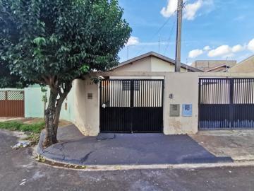 Alugar Casa / Padrão em Araraquara. apenas R$ 750,00