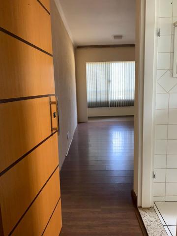 Alugar Apartamento / Padrão em Araraquara. apenas R$ 850,00