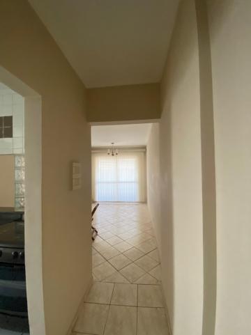 Alugar Apartamento / Padrão em São Carlos R$ 1.667,00 - Foto 1
