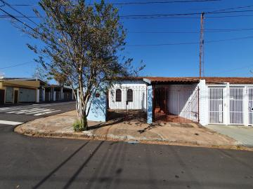 Alugar Casa / Padrão em São Carlos. apenas R$ 1.240,00